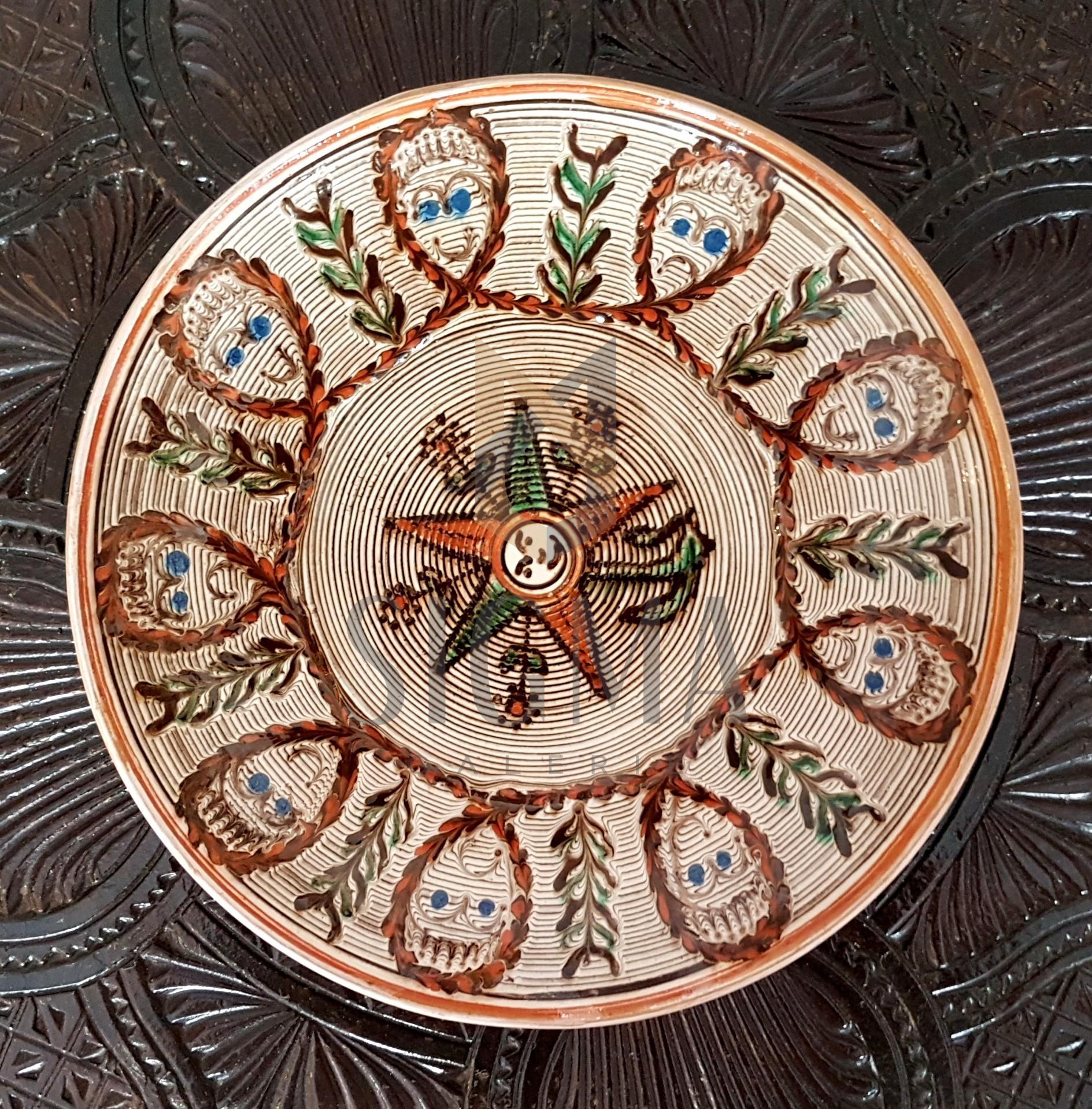 Farfurie din ceramica Horezu, realizata manual de mesterii din Horezu, semnate olograf, diametru=24cm