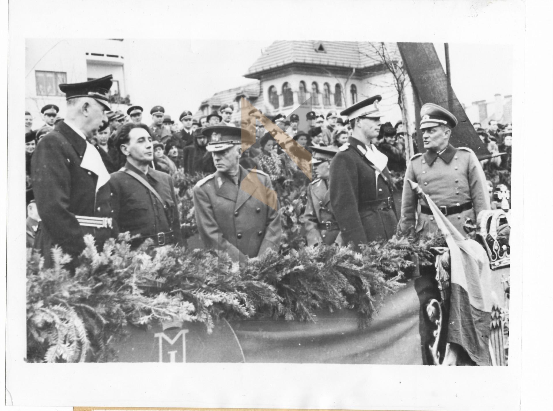 FOTOGRAFIE, REGELE MIHAI, MARESALUL ION ANTONESCU SI HORIA SIMA, BUCURESTI, 1941