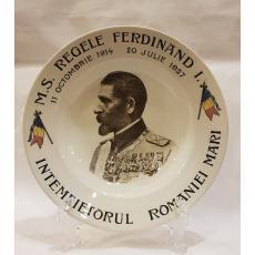 "FARFURIE DIN PORTELAN DECORATA CU EFIGIA "" REGELE FERDINAND I "", 23cm."