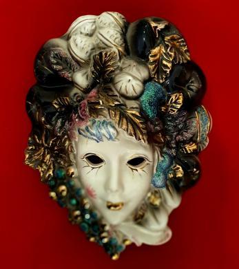 Mască de carnaval, din portelan pictata manual, cu foita de aur