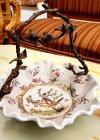 Cos din portelan cu maner de bronz