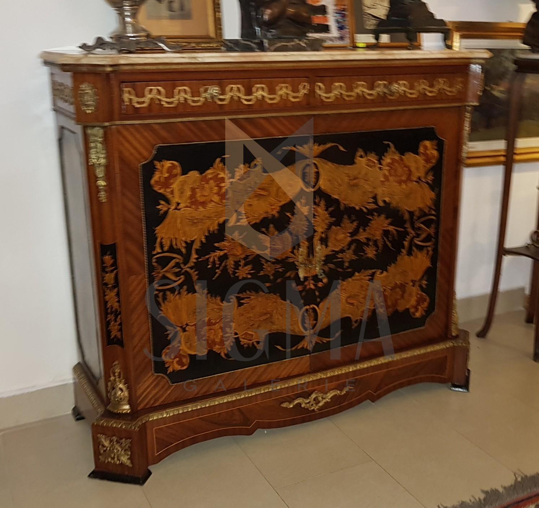 Servanta, stil Napoleon al-lll-lea, bogat decorata, cu intarsii - motive vegetale - si bronz. Blat din marmura.