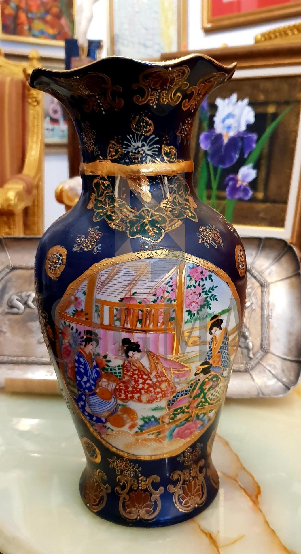 Vas decorativ japonez, din portelan, pictat manual, anii *60