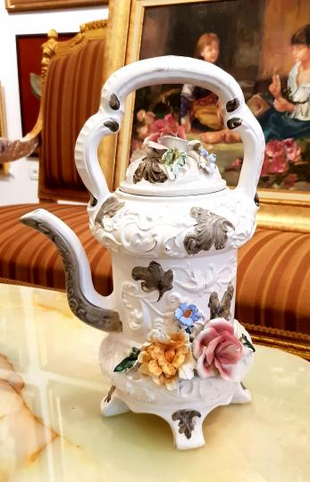 Ceainic din portelan, de provenienta si manufactura Italia, CapoDiMonte