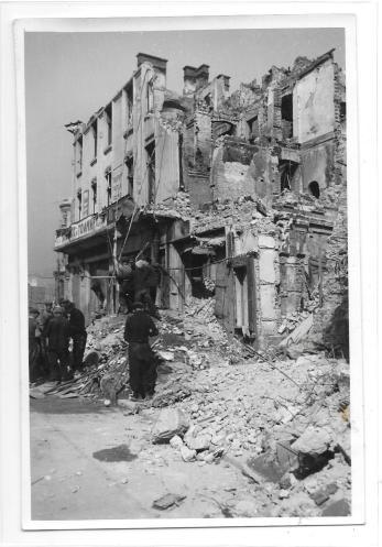 FOTO, WILLY PRAGHER, BUCURESTIUL BOMBARDAT , MAGAZIN CARTEA ROMANEASCA, 1944
