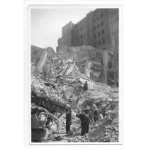 """FOTO, WILLY PRAGHER, BUCURESTIUL BOMBARDAT , EDITURA """" CARTEA ROMANEASCA """" , 1944"""