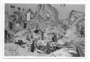 "FOTO, WILLY PRAGHER, BUCURESTIUL BOMBARDAT , EDITURA "" CARTEA ROMANEASCA "" COLT CU CALEA VICTORIEI , 1944"