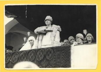 FOTO ORIGINALA, PRINTESA ILEANA A ROMANIEI, SALUT STRAJERESC ALATURI DE REGINA MARIA